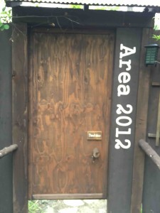 エリアごとにエントリーした年を記載した扉が。何気にアナログ自動ドア(笑)