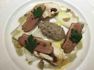 前菜:ジャンボマッシュルームと鴨のサラダ