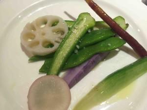 メインの海老の付け合わせの野菜は別皿で