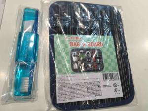3つ以上スタンプを集めると、旅行に便利な歯ブラシケットか整理ポーチのいずれかがもらえます