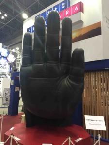 実物大の奈良の大仏の手のレプリカを発見!