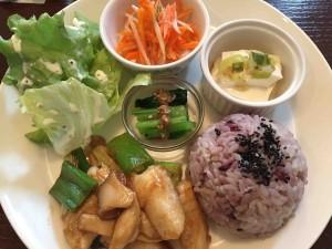 週替わりランチはお肉と魚のどちらかをチョイス。1000円