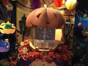 入るといきなりかぼちゃのオバケの水槽がお出迎え