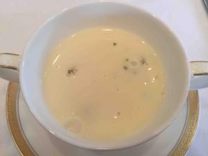 スープ注ぐ
