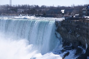 冬のナイアガラの滝は樹氷でキラキラ!