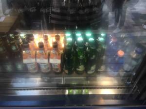 ジュースは120円〜、ミネラルウォーターは150円と、飲み物は良心価格