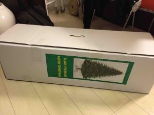 物置から出してきました。2年ぶりのクリスマスツリー。