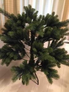 木は2つのパーツに分かれてます。あと台座の足。