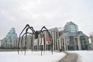 斬新な建物とクモのオブジェが目を引くカナダ国立美術館(National Garally of Canada)@オタワ