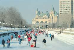 ギネスにも認定された世界一長いスケートリンクが、世界遺産・リドー運河に登場! 出典:オンタリオ州観光局HPより