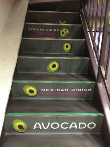 階段からものすごいお店のアピール(笑)