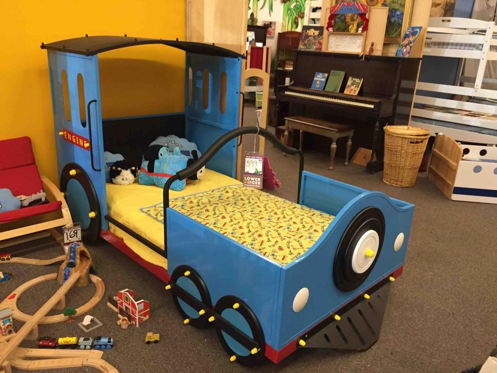 こんなベットだったら楽しそう&周りのおもちゃはすべて展示。だから子どもが夢中で遊びます