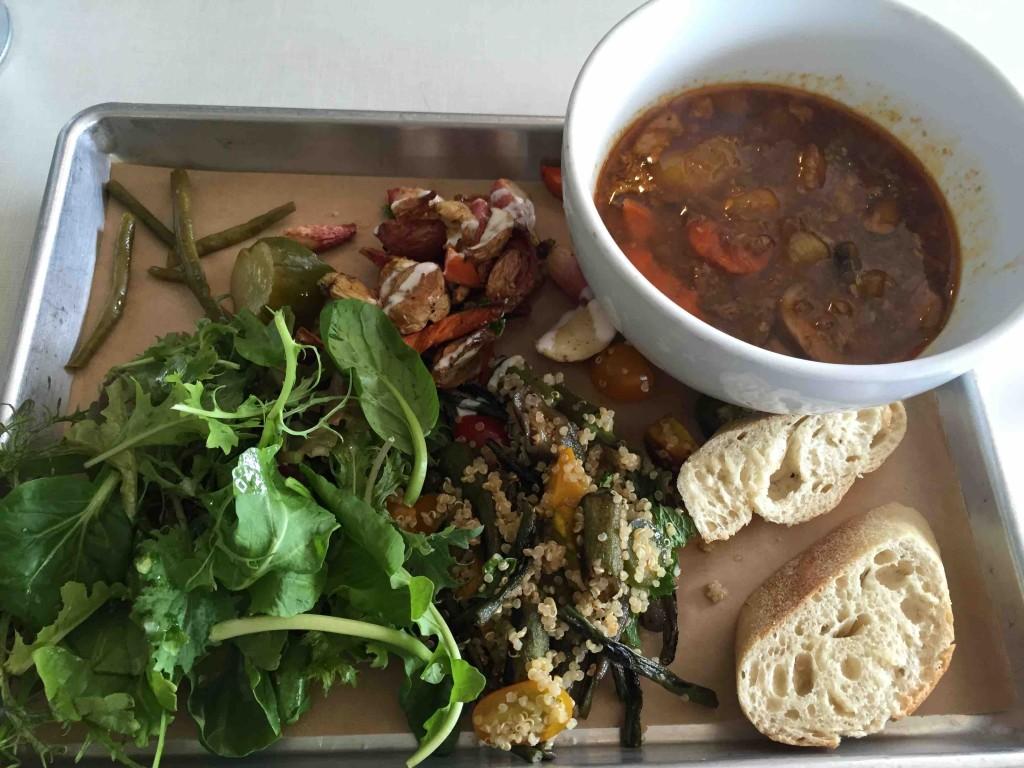 スープにお惣菜2つをチョイスするセット