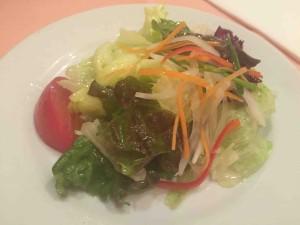 サラダはシンプルだけど、しっかり仕事をしている、驚きのうまさ!