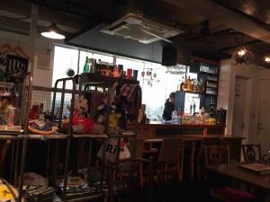 カフェスペースでは南米の食べ物や飲み物を提供