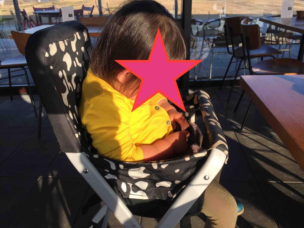 ちゃんと子ども用の椅子もあった!しかもオシャレ・・・。オムツ替えの台まであってかなりいいです。