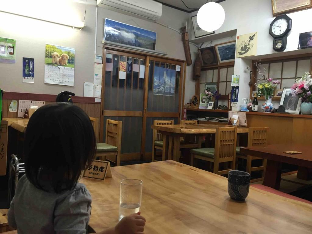 店内はテーブル席と掘りごたつ席。子連れでもOKなのがうれしいです
