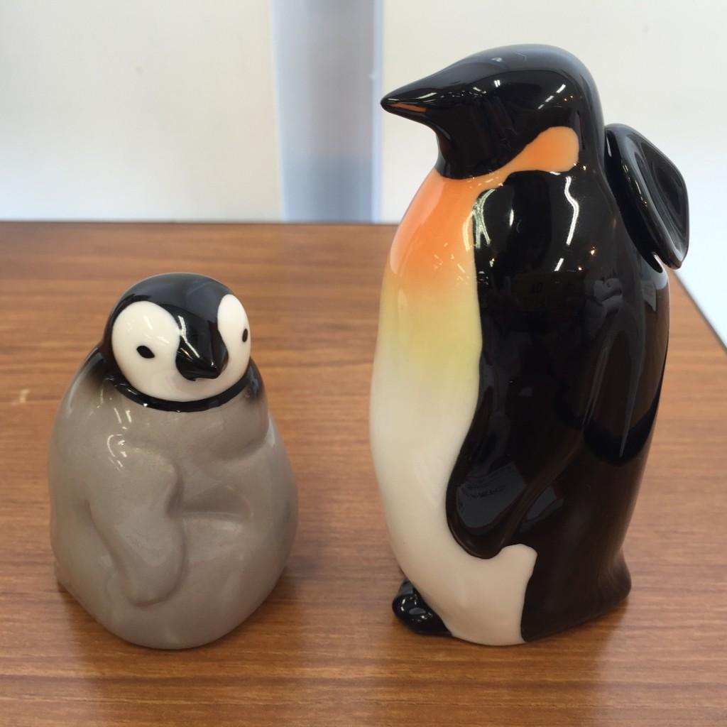 YOU+MORE!じーっと出番を待つペンギン親子のしょうゆ差し&塩入れ 1950円(税抜)