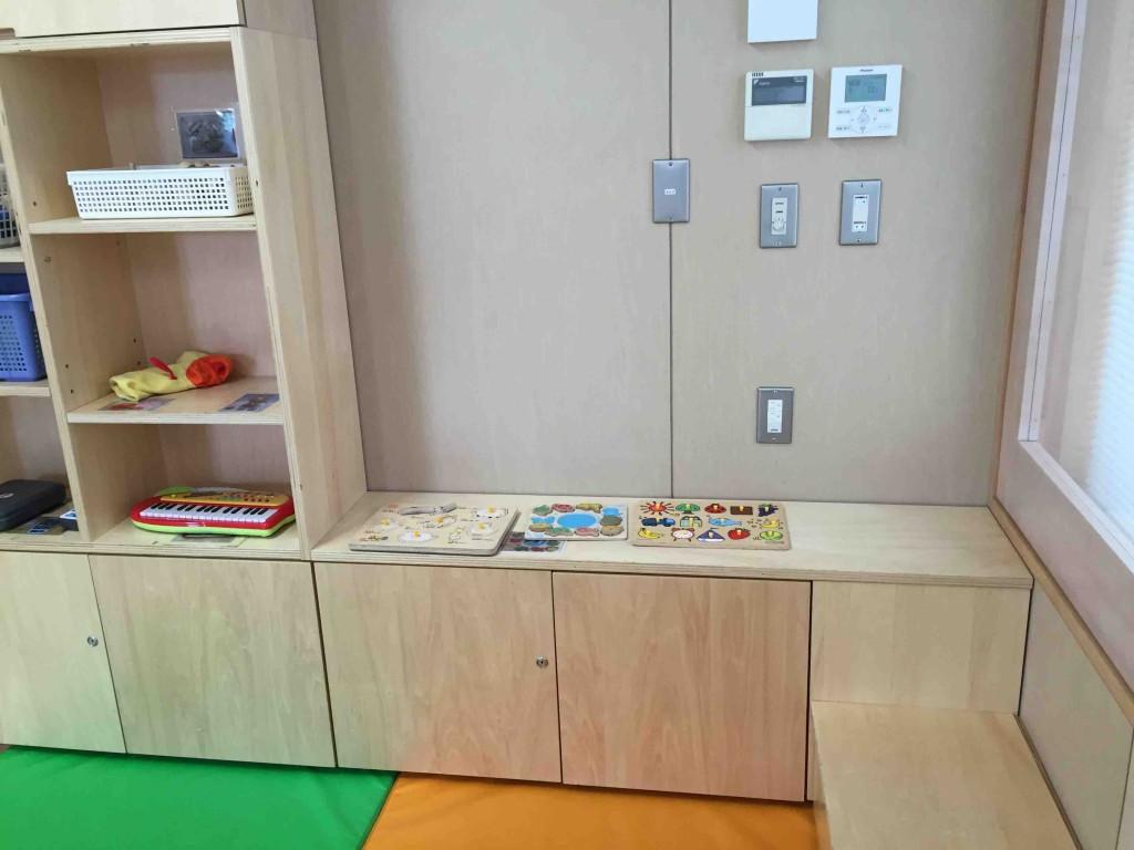 この大広間以外にも小部屋がいろいろ。パズルやおもちゃが置いてある部屋とか(扉はなく、大広間の延長線で動ける)