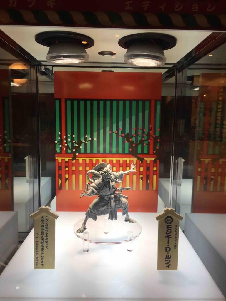 公演中は、彩色前の模型が劇場に展示されておりました