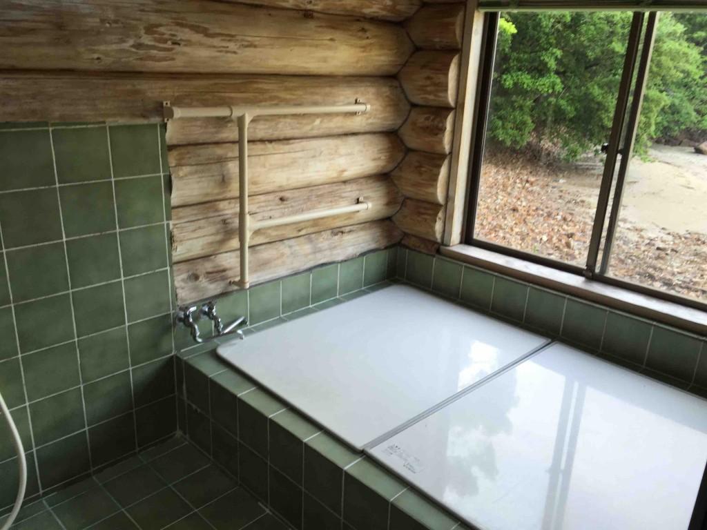 お風呂は、貸切で使う家族風呂が2つ。早いもの順。