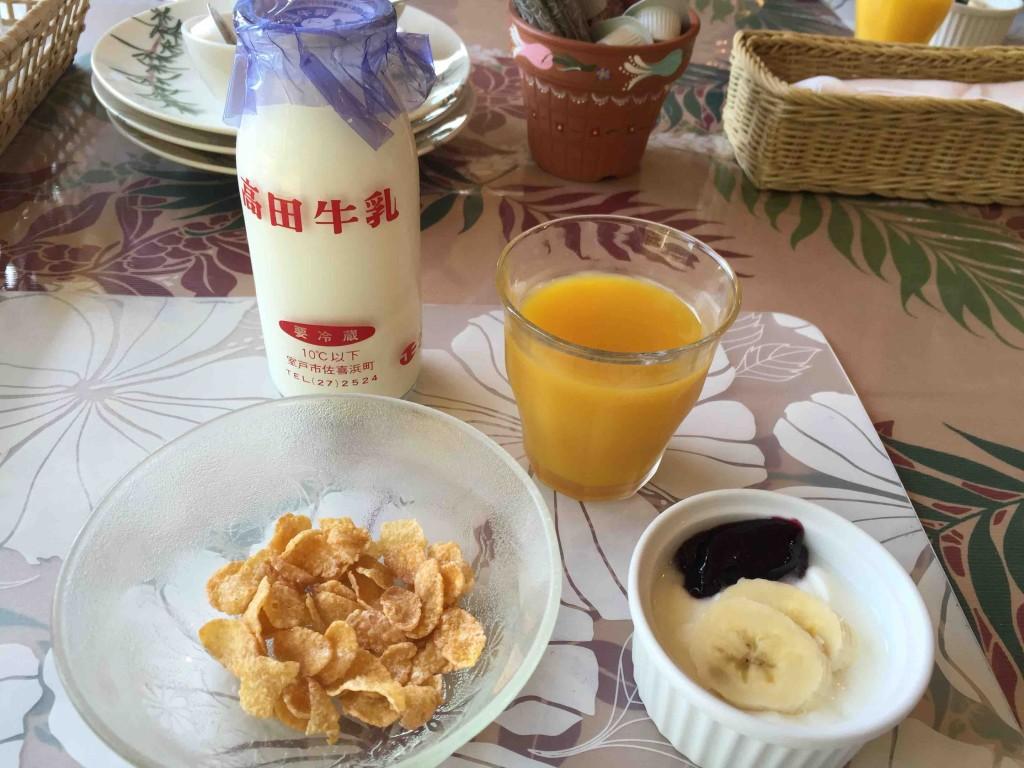 朝ごはんは、THEペンションといった洋朝食ですが、ちゃんとバランスよく、いろんなものが出てきます。