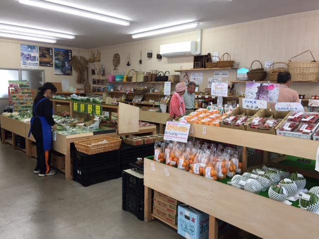 物産館には地元の野菜がたくさん。しかも安い!買い出しするなら、ここ。でも妻有ポークはなかった・・・。