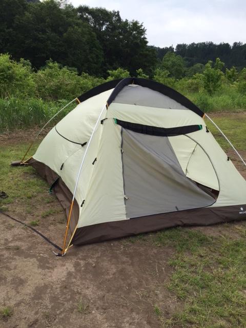 テントはスノーピークのアメニティードームM。初心者でも意外に立てやすい。