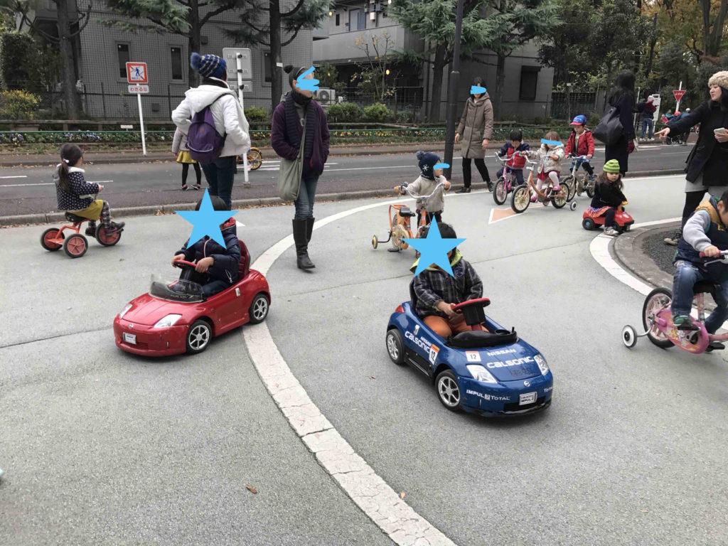 結構、道は混んでます(笑)。ちなみに、キコキコ漕ぐ車は2台しかなく、これは人気でなかなか空きません