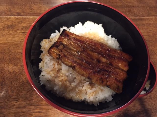 子ども向けというか、大人でも十分な「うな丼」は1800円(夕方17時まで)。